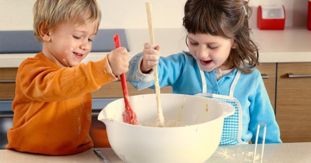 cuisiner avec les enfants m me en installation educatout. Black Bedroom Furniture Sets. Home Design Ideas