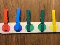 Chaines de couleurs à pincer et à créer-3