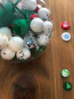 Cherche et trouve dans une boule de Noel-10