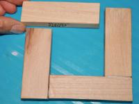 Des cubes de bois multicolores maison-5