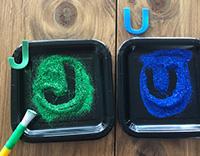 Des manipulations originales pour explorer les lettres et les couleurs-6