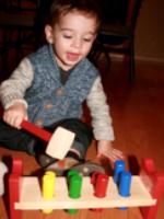 Deux jouets en bois au banc dessai-1