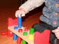 Deux jouets en bois au banc dessai-2