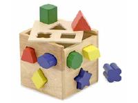 Deux jouets en bois au banc dessai-4