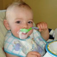 L'enfant et L'apprentissage de la cuillière