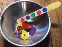On s'amuse à préparer des salades de fruits-10