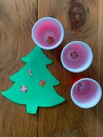 Petits sapins aux decorations empilables-2