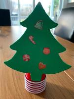 Petits sapins aux decorations empilables-5