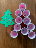 Petits sapins aux decorations empilables-6