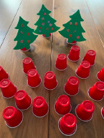 Petits sapins aux decorations empilables-7