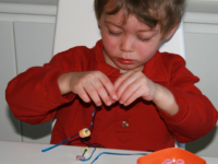 Test de jouet-Perles à enfiler-9