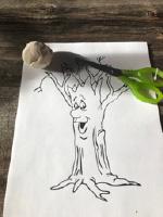Un arbre d'hiver avec des boulettes de pate a modeler-1