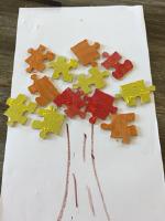 Un bricolage d'automne un arbre avec des casse-têtes-3