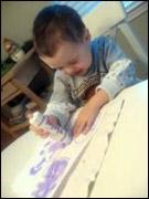 4. Faites peinturer les mitaines par les enfants.