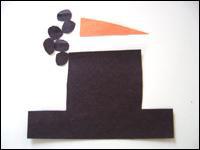 3. Découpez un nez dans le papier orange ainsi qu'un chapeau et de petits ronds de charbon dans le papier noir.