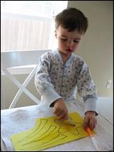 Faites colorier l'étoile et les queues par les enfants.