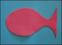 Découpez une forme de poisson dans le Fun Foam.