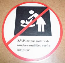 S.v.p. ne pas mettre de couches souillées sur le comptoir