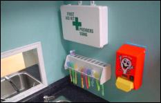 Une autre chose qui m'a grandement impressionnée dans leur service de garde était l'organisation près des lavabos de lavage des mains.