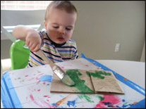Peinturez le sac avec la gouache verte.