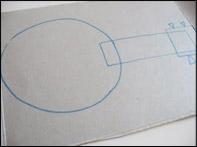 Tracez les formes sur le carton (boîte de céréales).