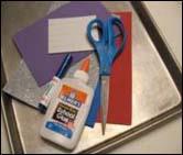 1. Rassemblez vos matériaux. Vous aurez besoin de 1 à 4 feuilles de « Fun foam ».