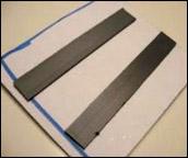 6. Retournez les morceaux de robot et appliquez les bandes aimantées.
