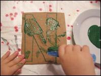 Laissez les enfants peinturer.