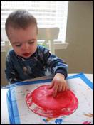 Peinturez le dessous de l'assiette en rouge.