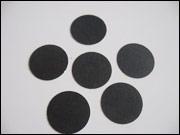 Découpez aussi des points noirs et une mince bande rectangulaire.