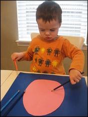 Faites colorier l'œuf par les enfants.