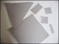 2. Découpez les formes que vous utiliserez pour faire votre maison.