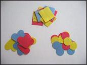 Découpez plusieurs petites formes assorties aux grandes formes.