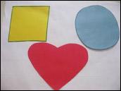 Collez vos grandes formes sur la grande feuille de papier.