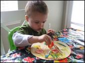 Tout au long de l'activité, nommez les formes, les couleurs, et tout ce qui peut favoriser l'apprentissage.