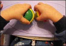 2. Dessinez le contour du poisson ou invitez les enfants à le faire.