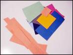 3. Découpez le papier requis. J'ai essayé de respecter les formes et les couleurs du mieux que je pouvais mais vous n'avez pas besoin d'être précis.